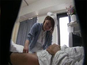 ゴシゴシと手コキでシゴいてオナニーのお手伝いする看護婦さん
