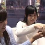マジックミラー号の中で親友と一緒に手コキする激カワ女子大生2人