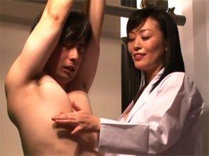 風見京子 男性患者を淫語乳首責め手コキで快楽地獄に誘う痴熟女医