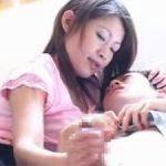 友田真希 優しい手つきで手コキして射精に誘う母