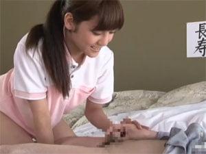 ノーパン女性介護師