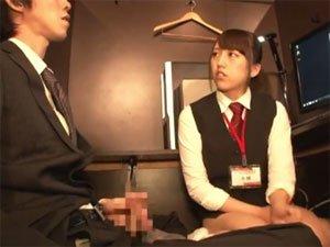 ネットカフェの女店員の制服ブルマをおかずにセンズリ見せつけ!