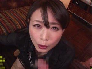 「粗チンから片づけてあげる」音を立て金玉から亀頭までしゃぶり尽くす熟女 三浦恵理子