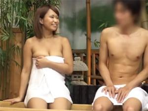 巨乳人妻が大きすぎて自信がない草食系男子を温泉でお悩み相談!