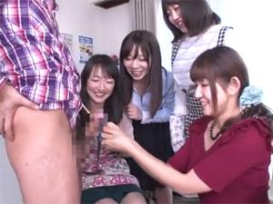 【王様ゲーム】巨乳母と三姉妹が息子チ○ポを奪い合って手コキ