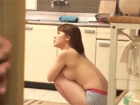 友達の巨乳お姉ちゃんのヨコ乳で勃起! 本田莉子